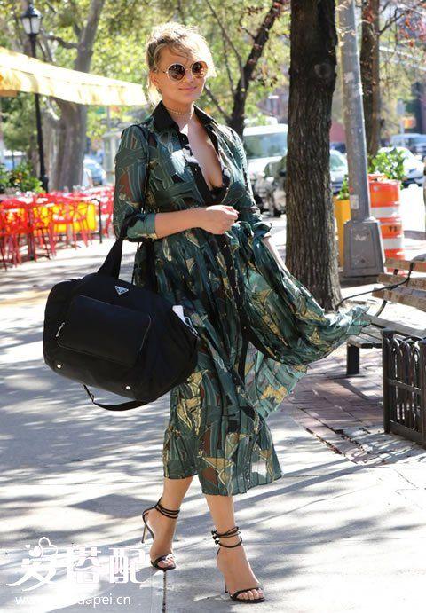 超模Chrissy Teigen街拍